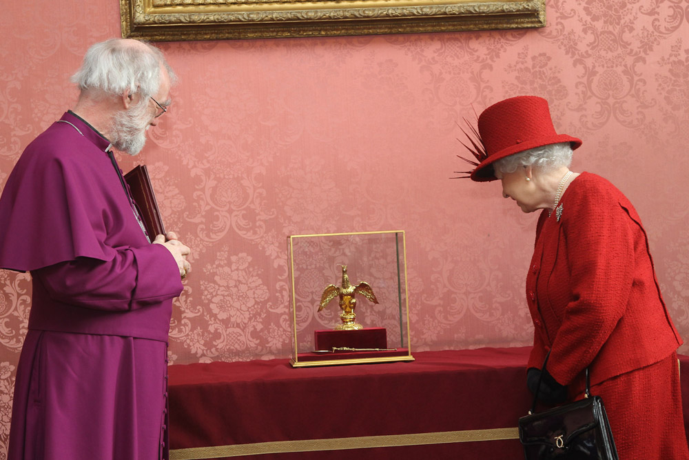 Archbishop and HM the Queen examine the Coronation Anointing Objects