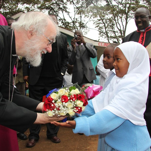 Archbishop Rowan is welcomed to Kibera